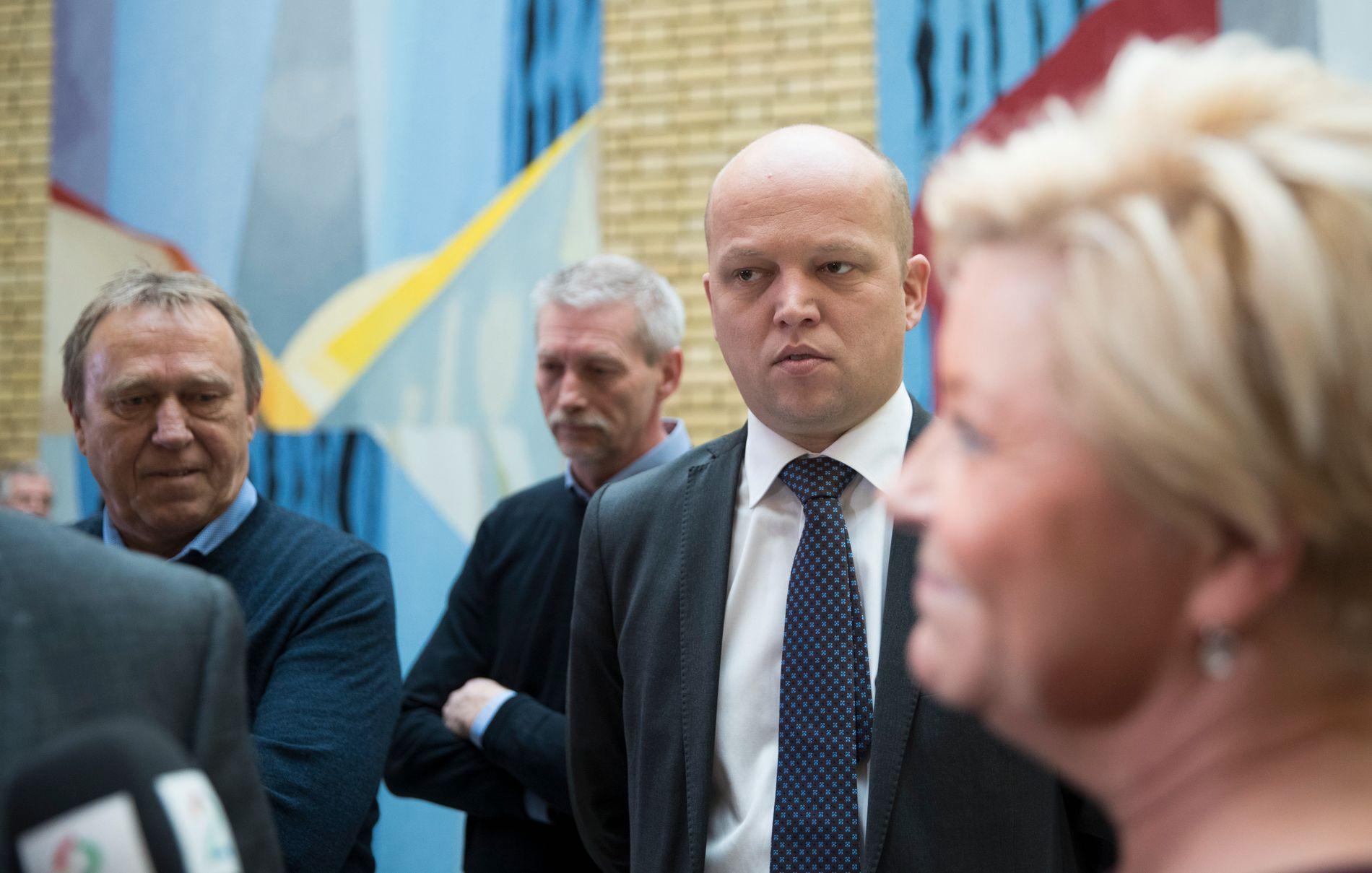 BOMFEIDE: Sp-leder Trygve Slagsvold Vedum går kraftig ut mot utsettelse av to veiprosjekter på Stortinget onsdag.
