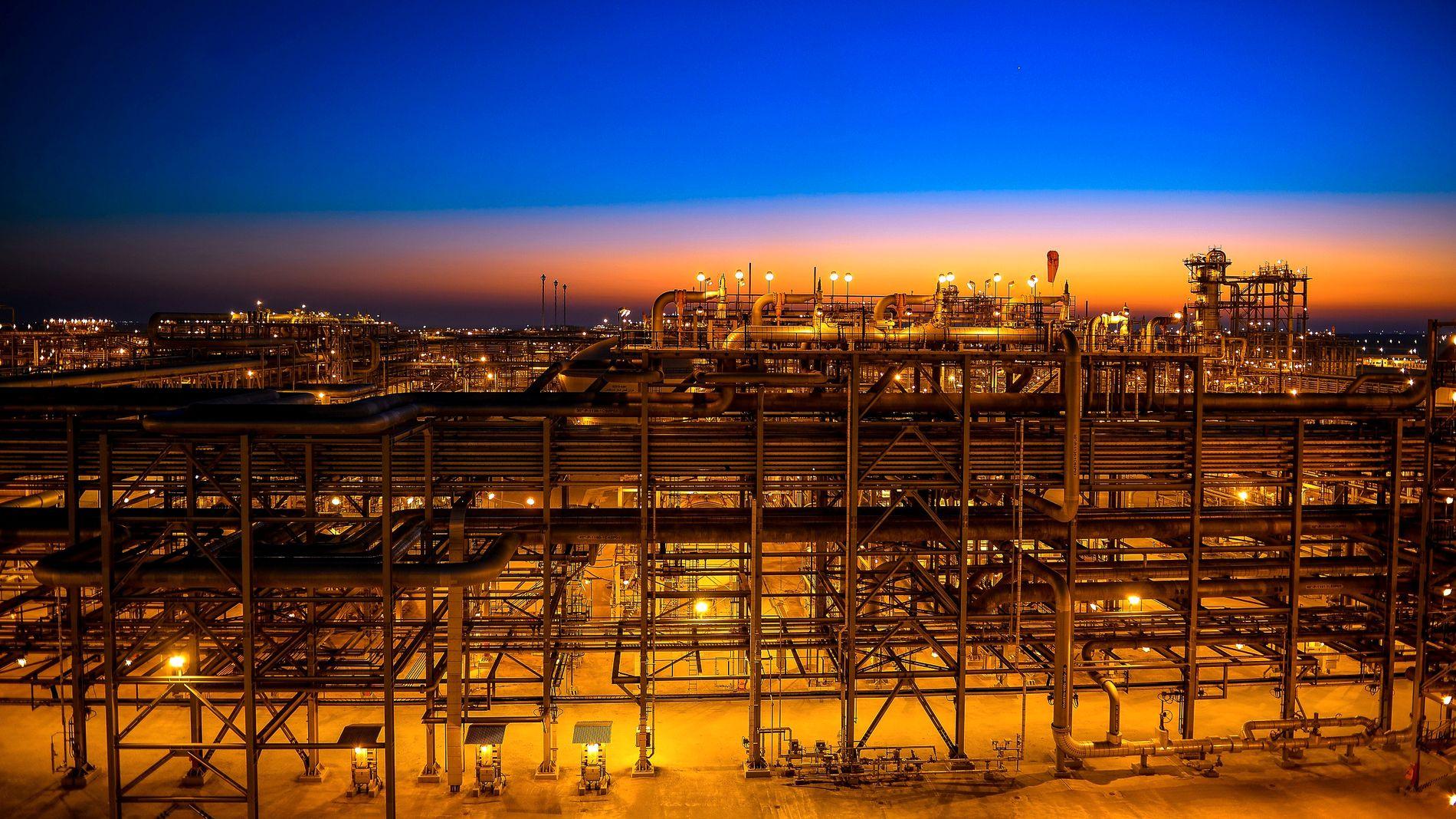 FORLENGER KUTT: Oljeprisen hoppet opp over 1,5 % da det ble klart at Saudi-Arabia og Russland er enige om å forlenge produksjonskuttene. 25. mai samles Opec til møter i Wien. – Får de ikke en avtale er det en fallitterklæring, sier oljeekspert Thina Saltvedt.