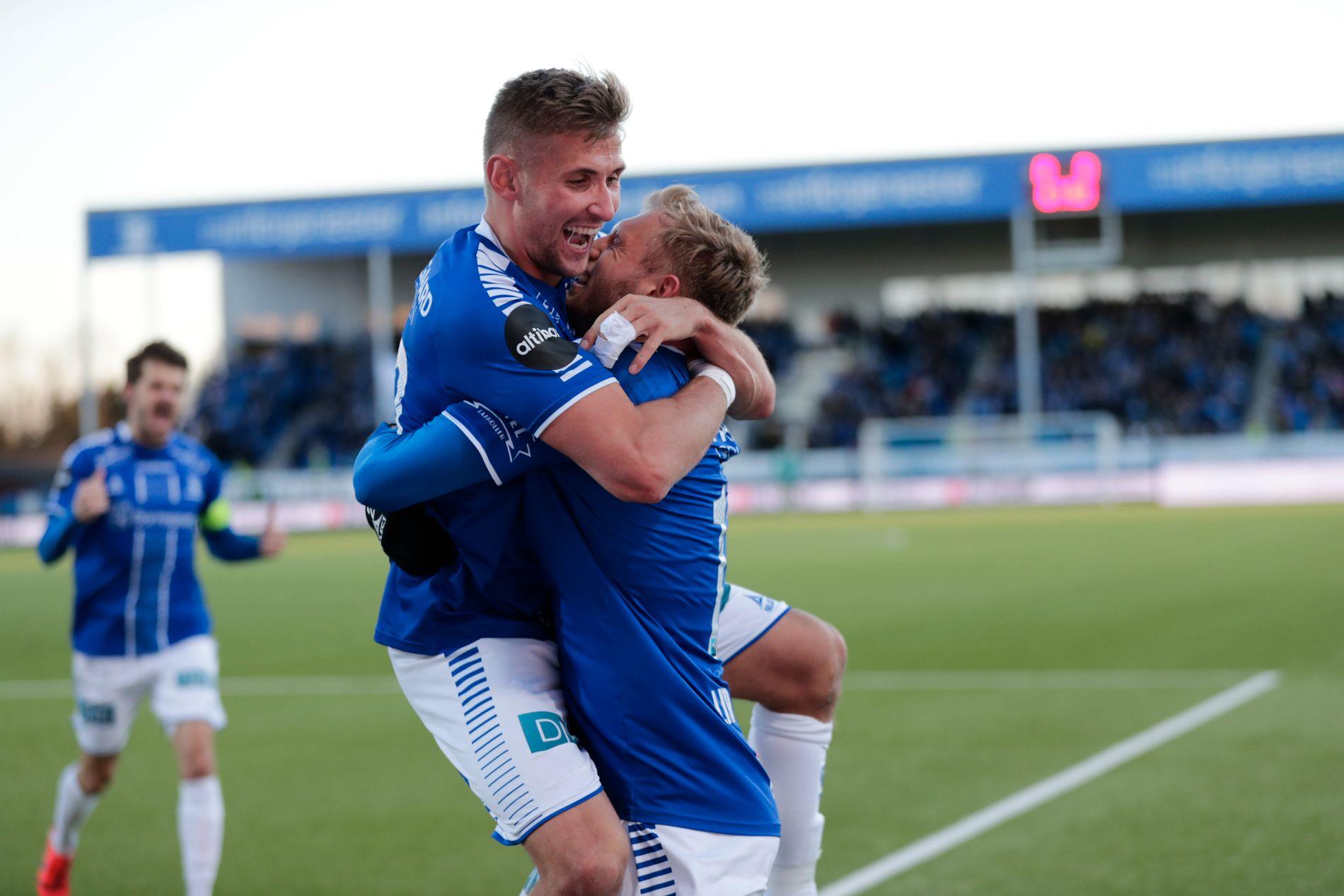 ENDELIG: Steffen Lie Skålevik feirer med målscorer Jonathan Lindseth.