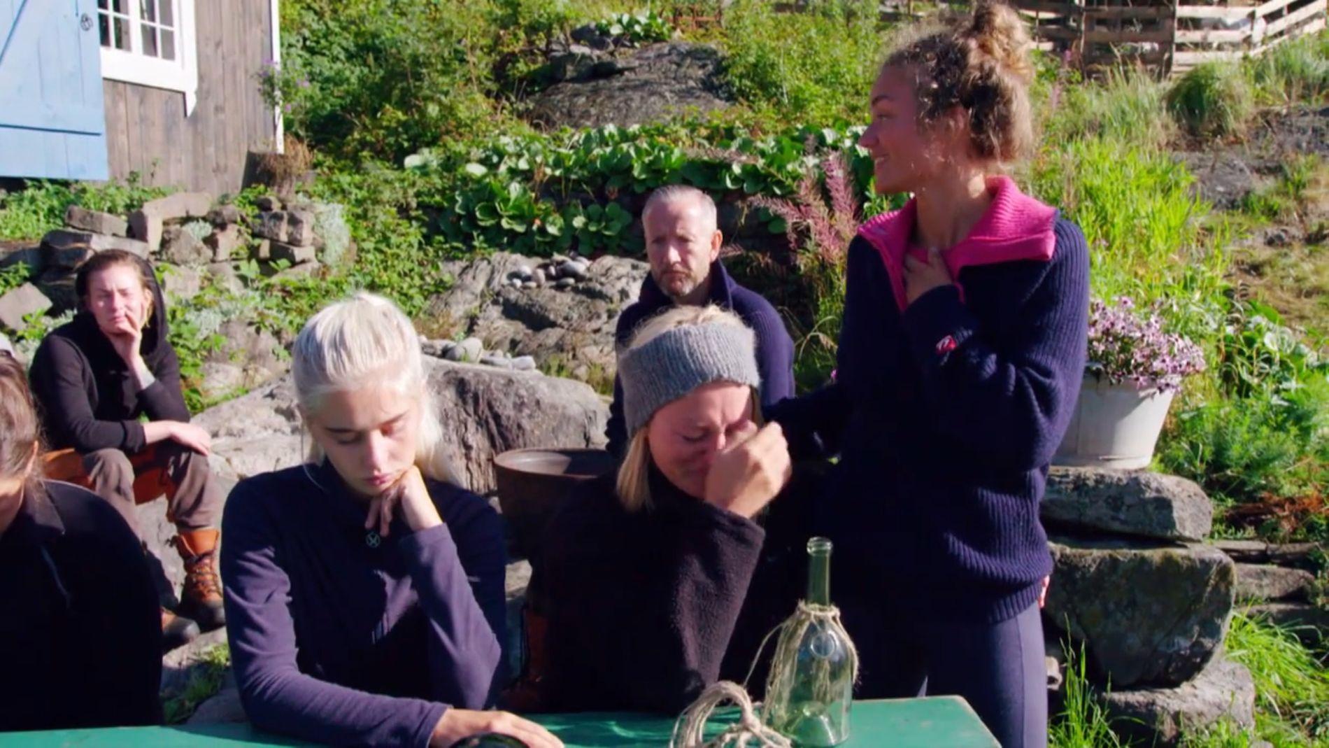 AVSKJEDEN: De andre deltagerne tar nyheten til Thale tungt.