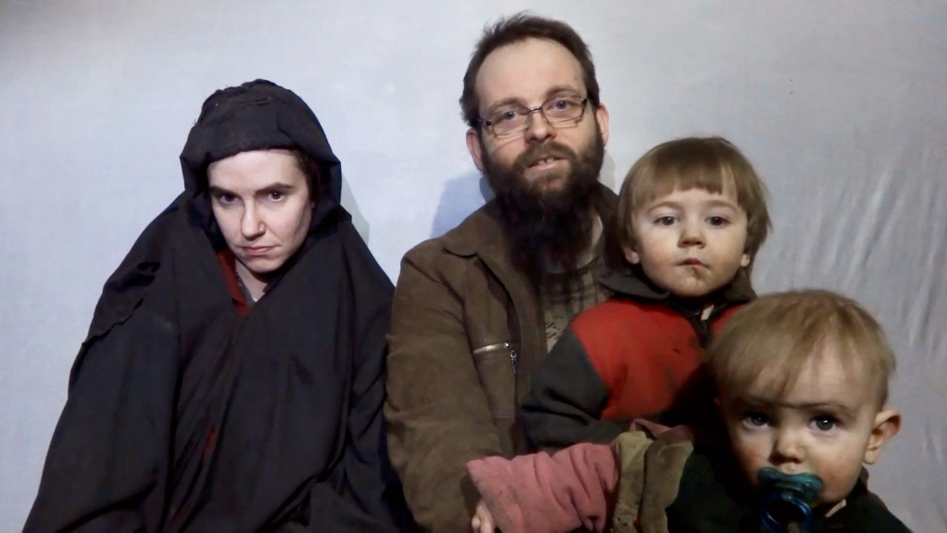 SISTE LIVSTEGN: Inntil torsdag var det siste livstegnet fra familien en video publisert av Taliban i desember i fjor, som viser Caitlan Coleman, hennes mann Joshua Boyle og deres to sønner.