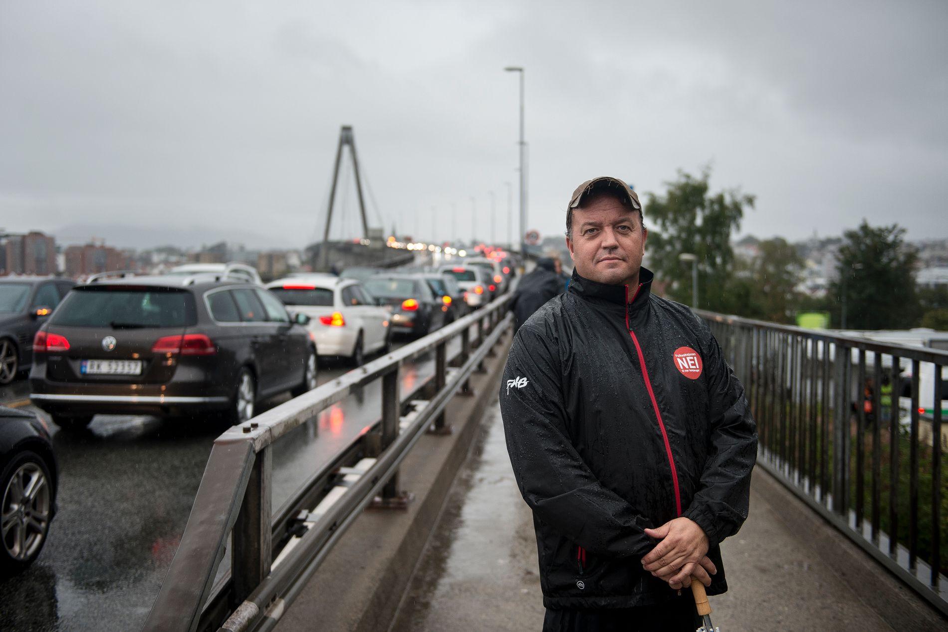 AVSLAPPET: Leder for Folkeaksjonen Nei til mer bompenger, Frode Myrhol, har et avslappet forhold til VGs nasjonale kommunevalgmålingen.