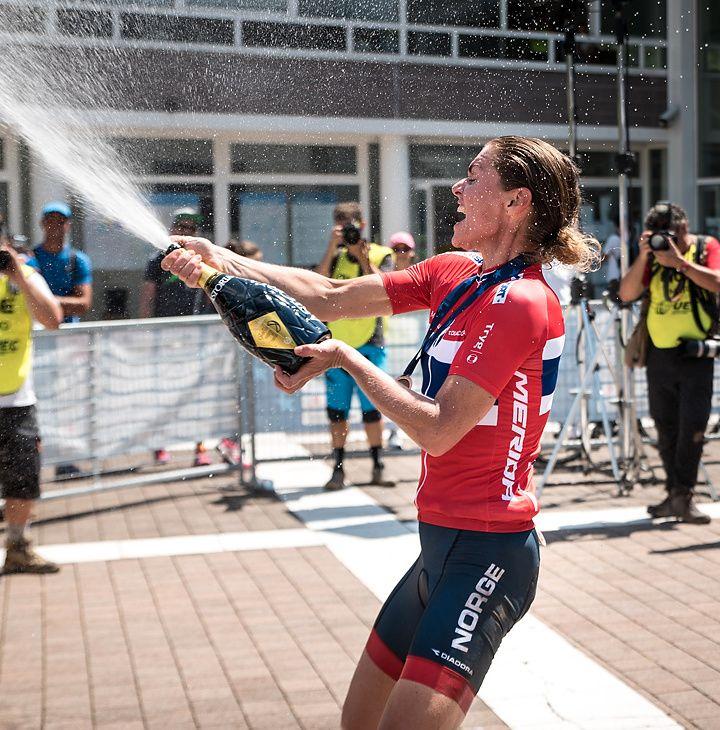 REKORD-SJAMPIS: Gunn Rita Dahle Flesjå (44) feiret sin 30. mesterskapsmedalje internasjonalt - bronse i terreng-EM- i Italia søndag.