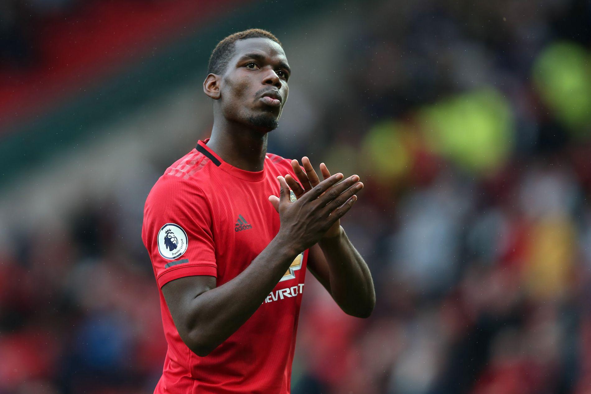 STERK START: Det er usikkerhet rundt Paul Pogba etter noen «bråkete» sommermåneder, men han åpnet meget bra og brukte lang tid på å takke fansen etter kampen.