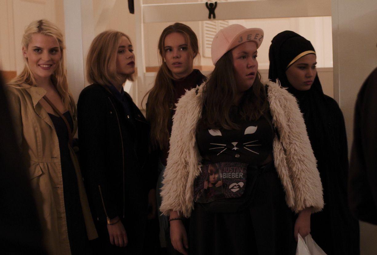 BLIR VOKSNE: Vilde, Noora, Eva, Chris og Sana i «Skam».