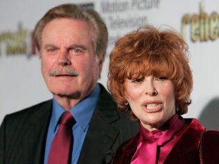 JOBBER MED WIRKOLA: Robert Wagner, her med kona Jill St. John, tilbake i 2006.