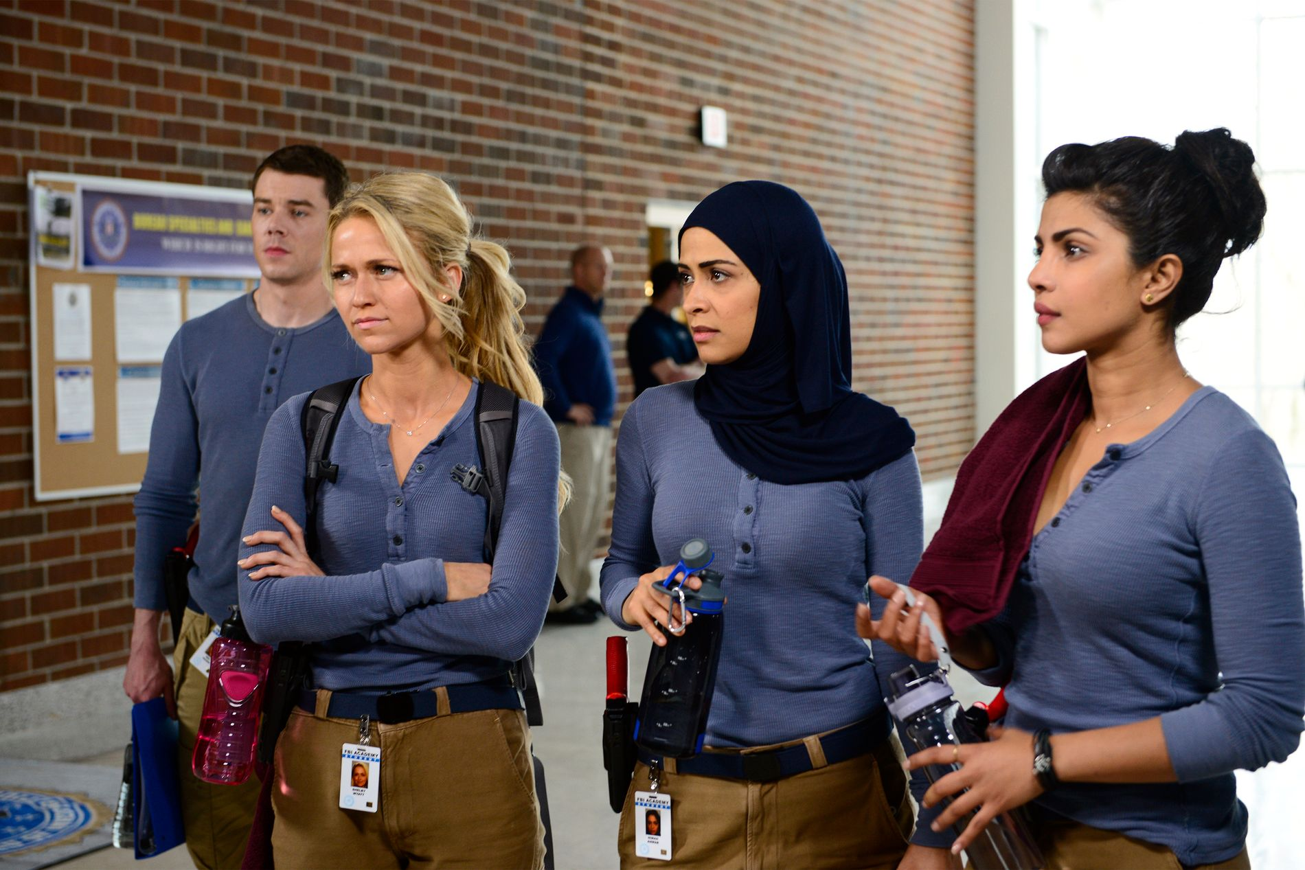 «QUANTICO»: Chopra (t.h.) er blant FBI-rekruttene vi følger i TVNorge-serien «Quantico».