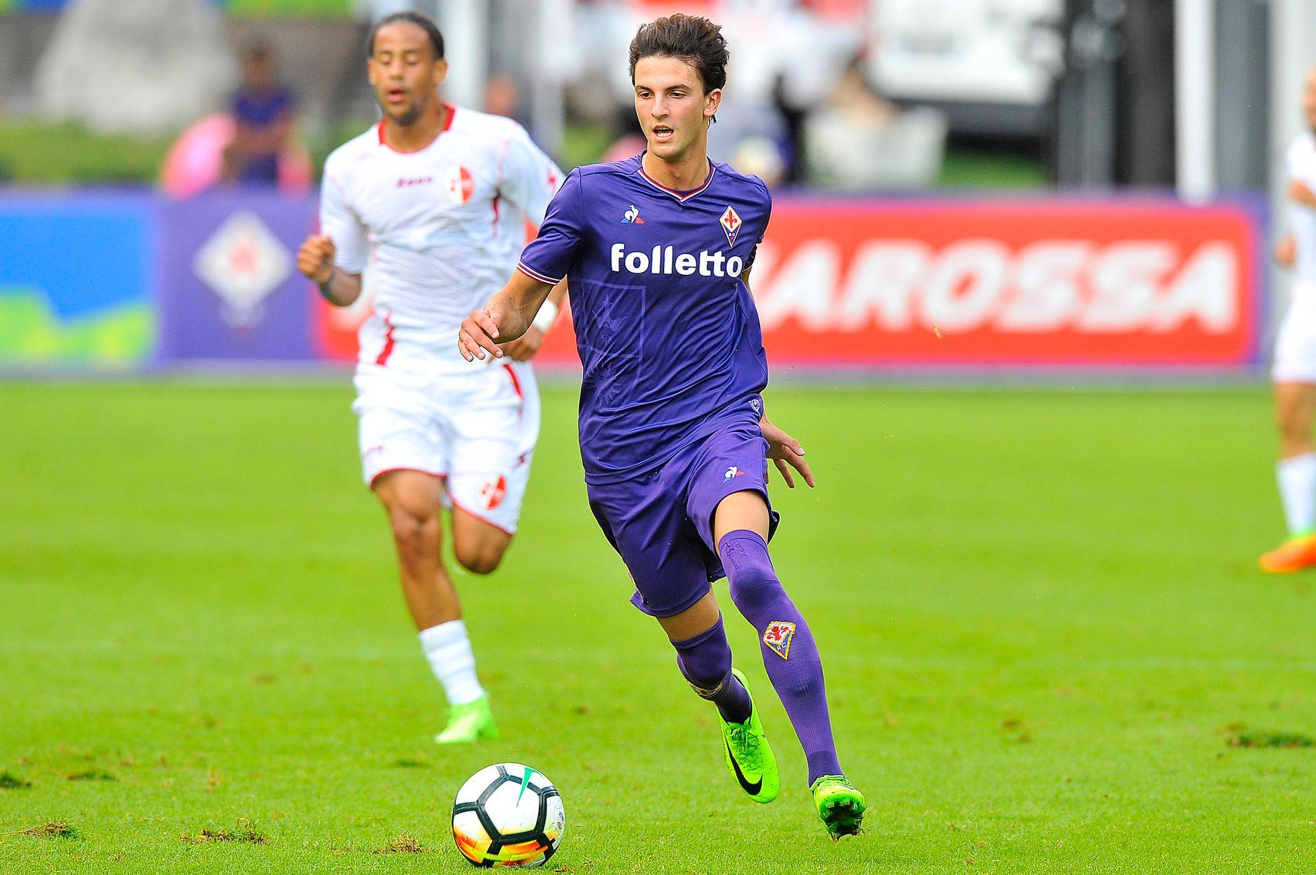 I FARTA: Rafik Zekhnini har fått en god start på sitt Fiorentina-eventyr. Her i aksjon mot Bari lørdag kveld. Foto: GIACO MOMORINI