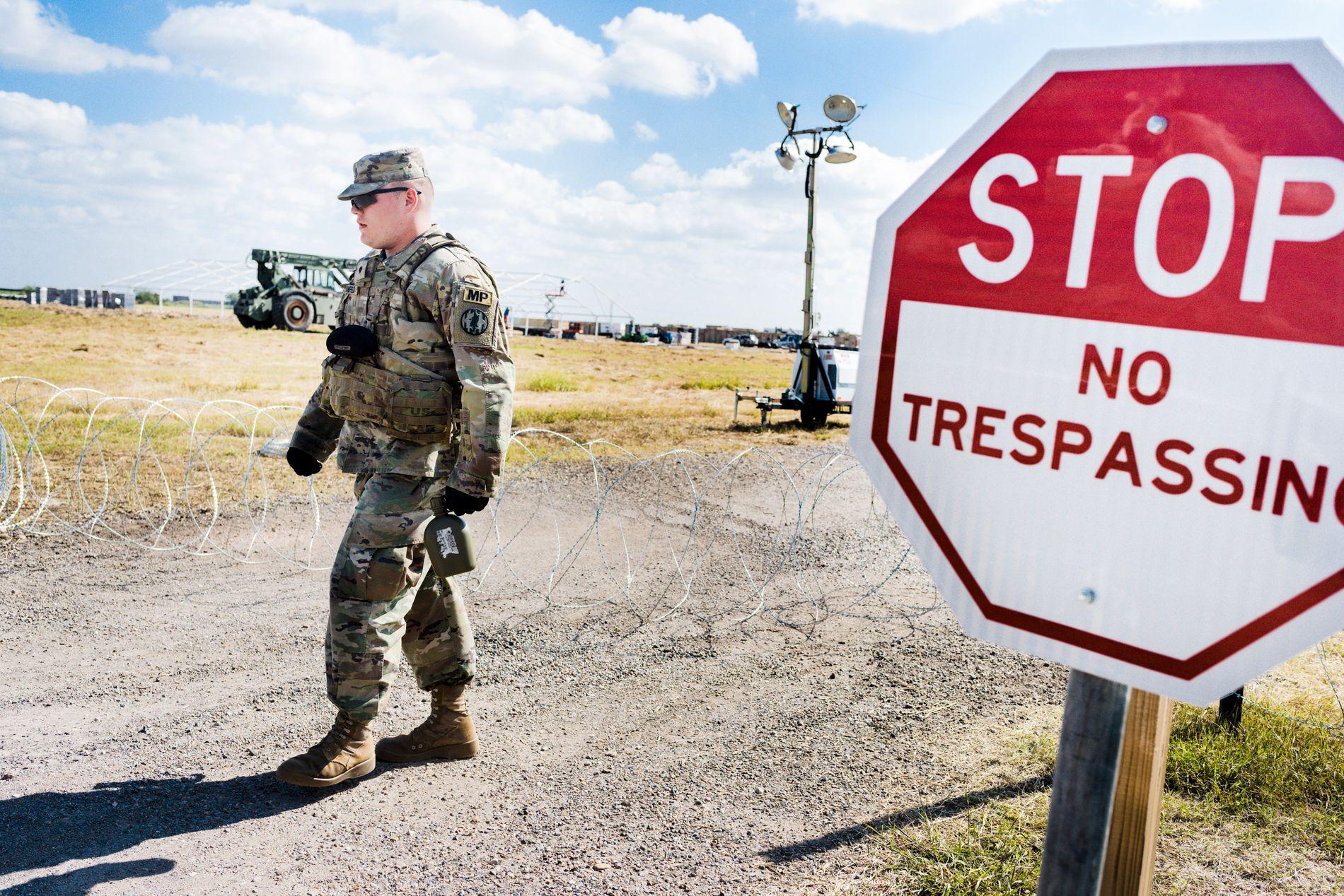 HIT, MEN IKKE LENGER: I grenseovergangen i Donna i Texas har det ankommet mellom 200 og 300 soldater - utsendt av Trump.