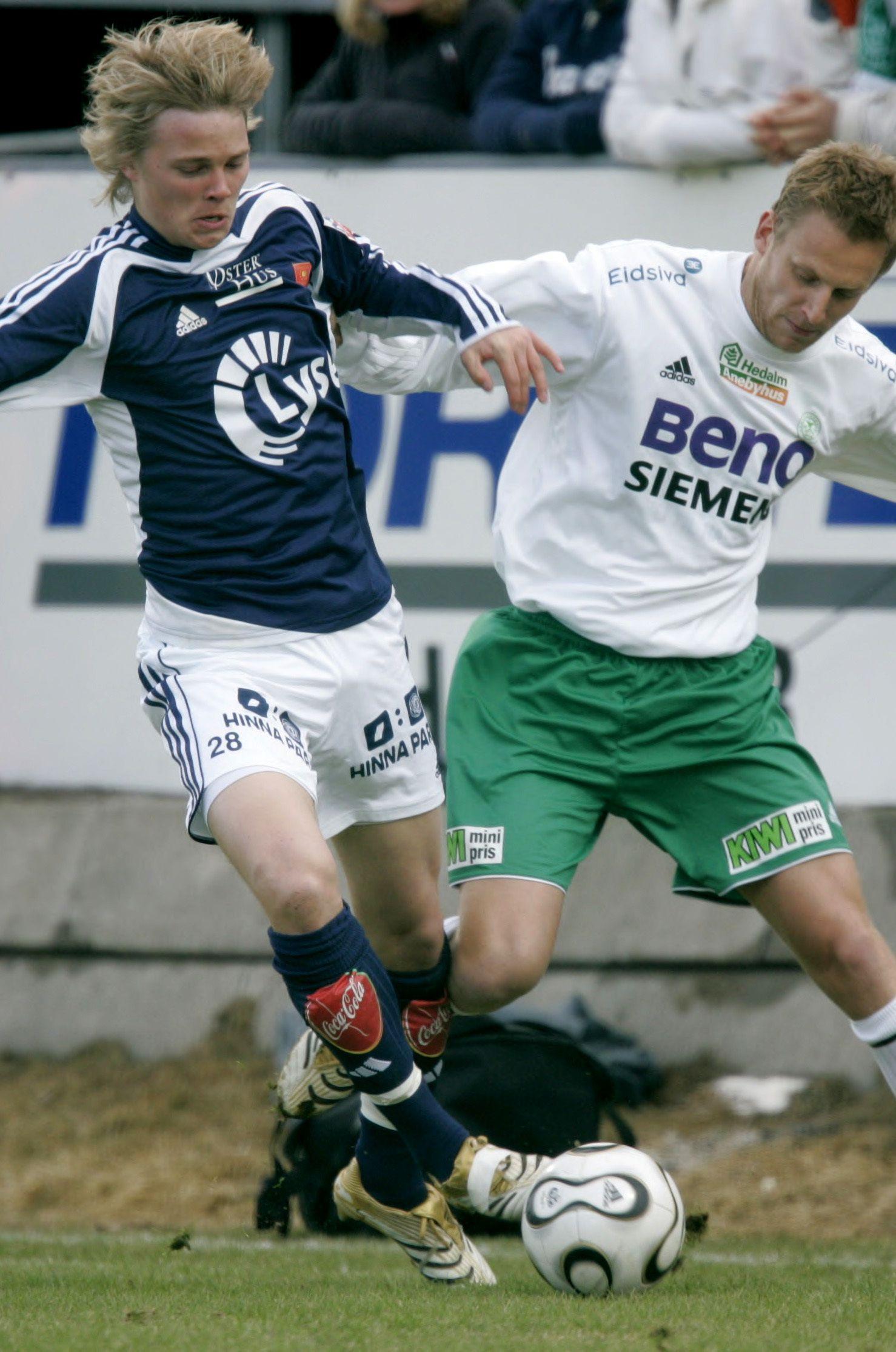 UNG OG LOVENDE: Birkir Bjarnason (t.v.) i duell med HamKams Tommy Øren på Briskeby 9. april 2006.