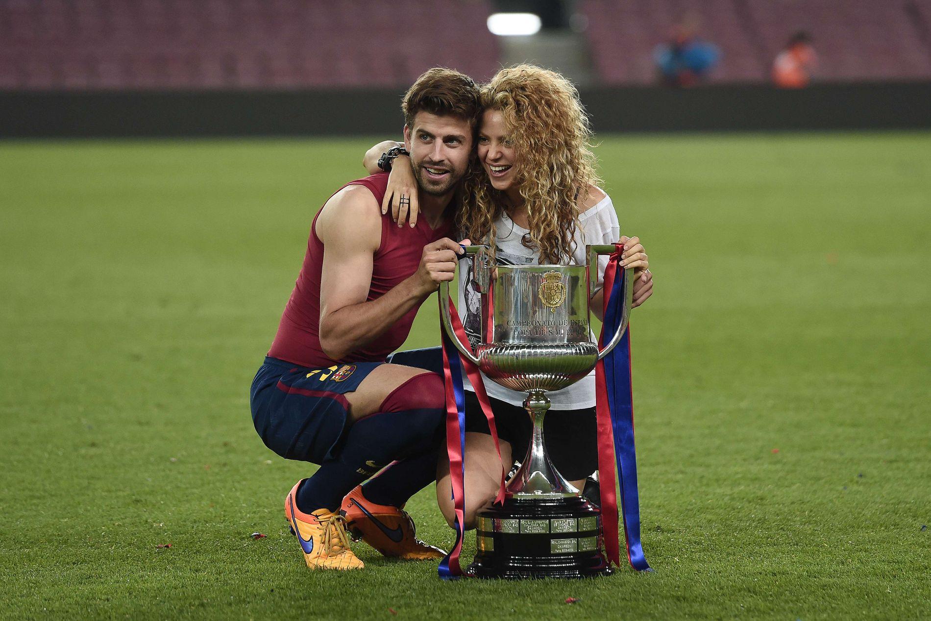 SAMMEN: Barcelona- og Spania-stjernen Gerard Piqué og den colombianske popstjernen Shakira.