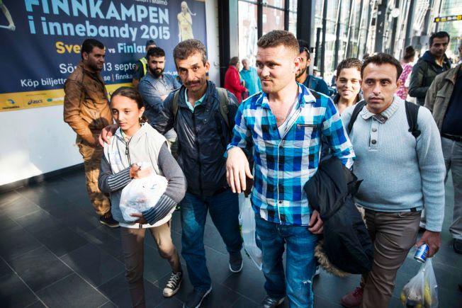 FLYKTNINGER: - Vi hadde høye forventinger, men den varme mottagelse vi har fått i Sverige er bedre enn vi kunne forestille oss, sier slektningene fra Syria. Fra ventre: Lajali Barani (11), Fahed Ouso, Hassan Abulaziz (bor allerede i Sverige), Ahmad Sashaa (13 - smilende i bakgrunne) og Fadi Barani.