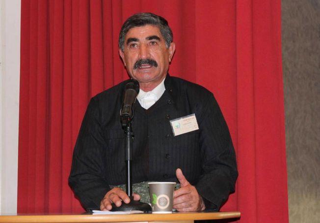 DREPT: Mahmoud Mahhamdi (63) ble funnet drept i sitt hjem på Hånes i Kristiansand fredag 26. februar. Dette bildet er tatt tidligere i år under et politisk arrangement. Bildet publiseres i forståelse med pårørende.
