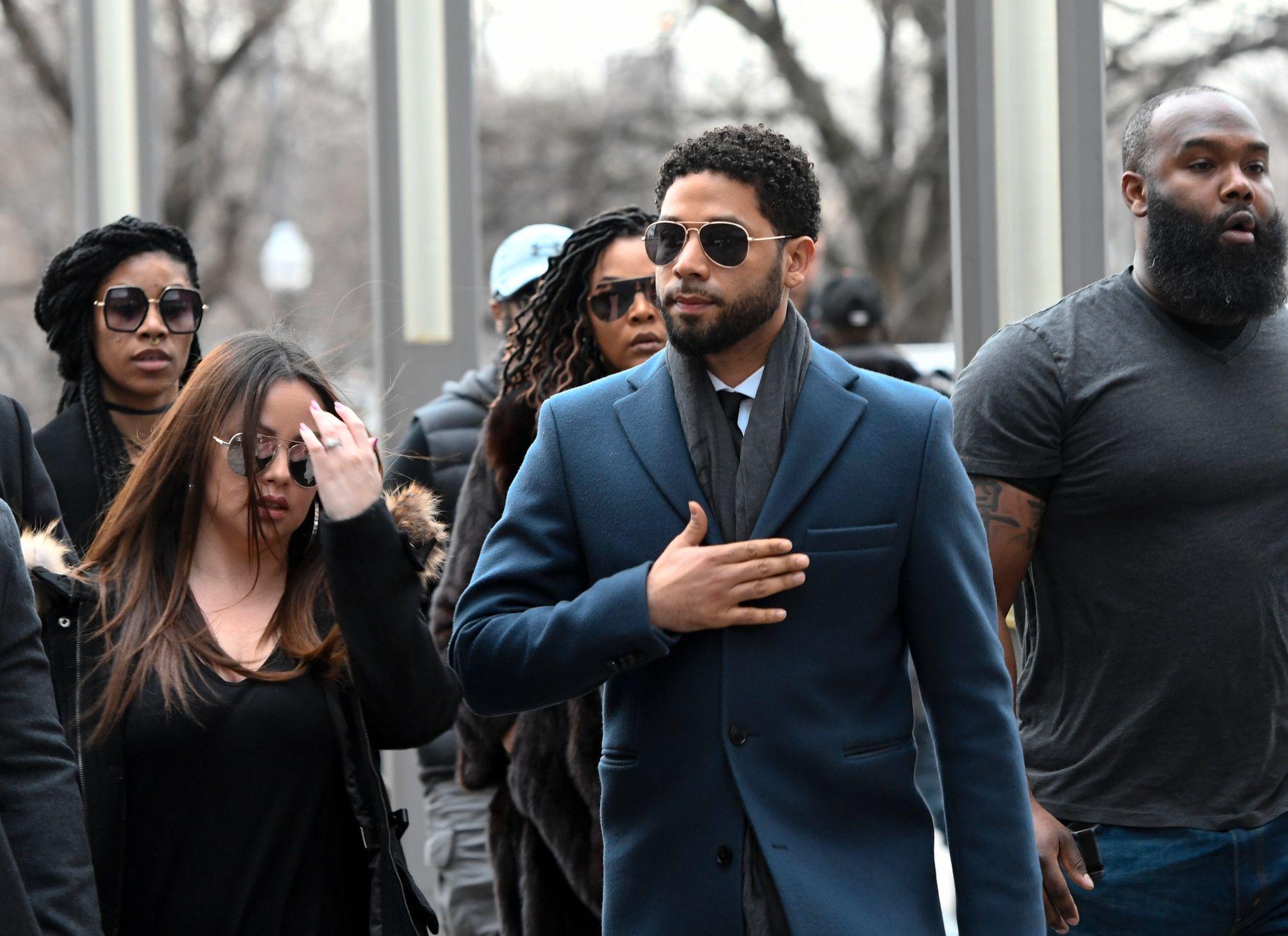 I RETTEN: Skuespiller Jussie Smollett på vei inn til et rettsmøte i Chicago torsdag.