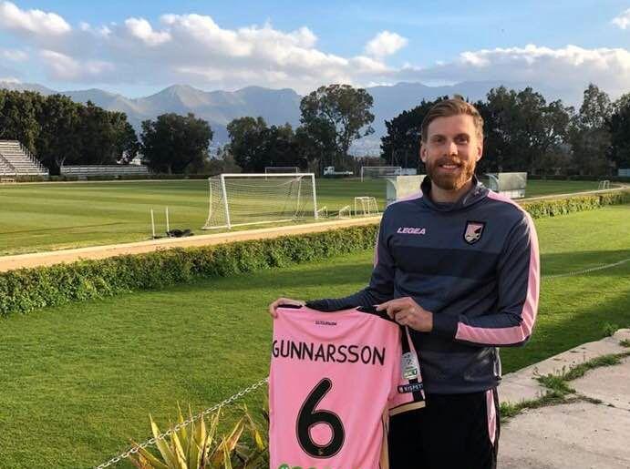 NUMMER SEKS: Gunnarsson etter å ha signert for Palermo i januar.