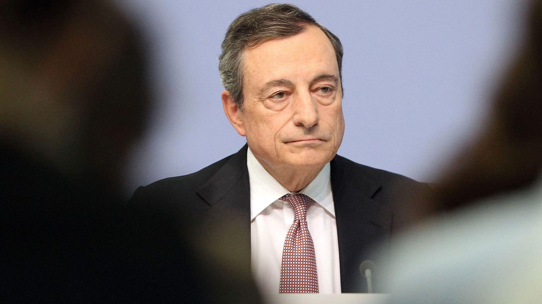 PÅ VEI UT: Mario Draghi har sittet som sentralbanksjef i euroområdet siden 2011. I oktober tar nåværende IMF-sjef Christine Lagarde over som nye ESB-sjef.