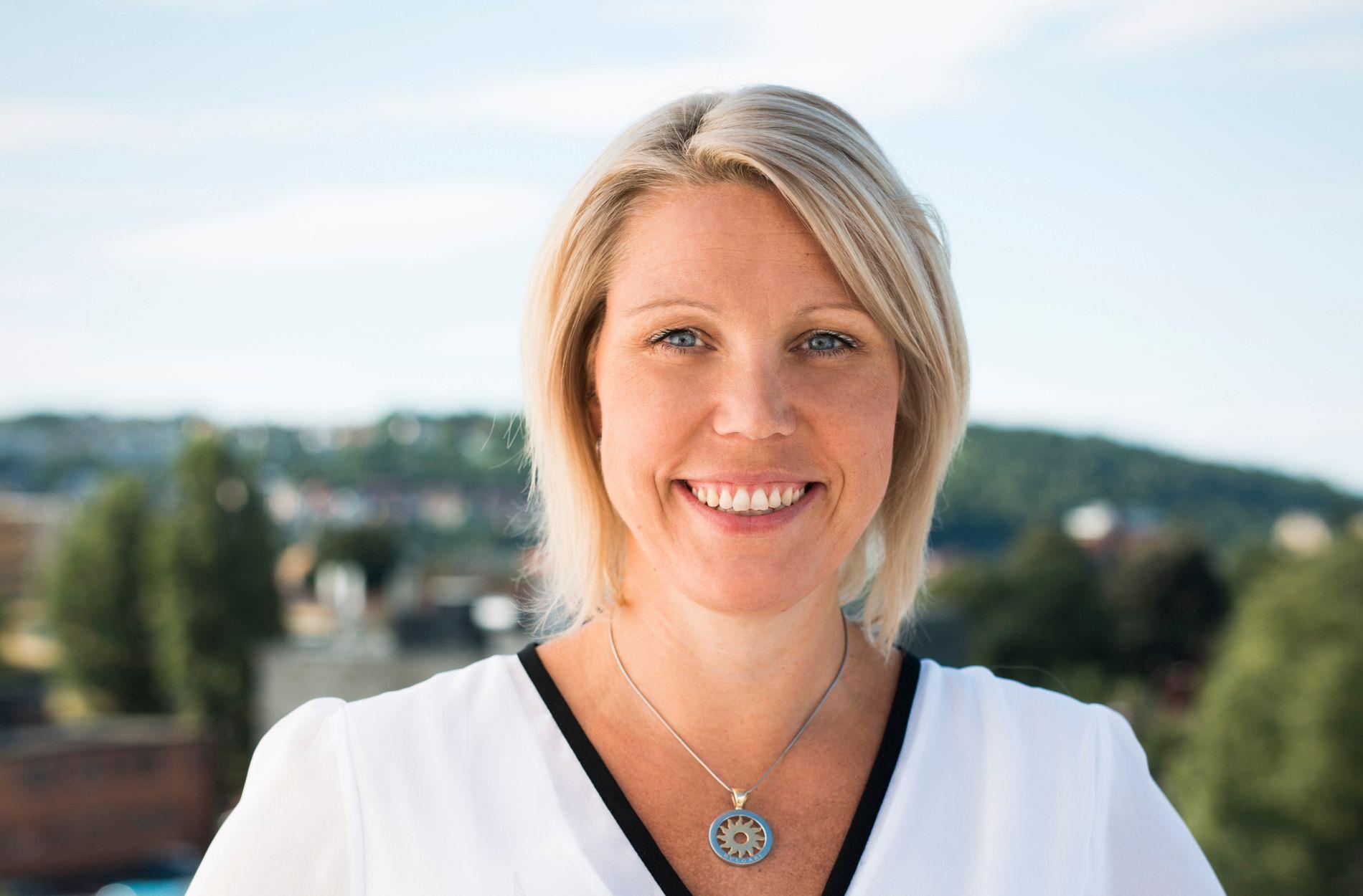 VIL IKKE STRAFFE: Administrerende direktør i REMA Forsikring, Pia Almvang, ønsker ikke gjøre forskjell på unge sjåfører.