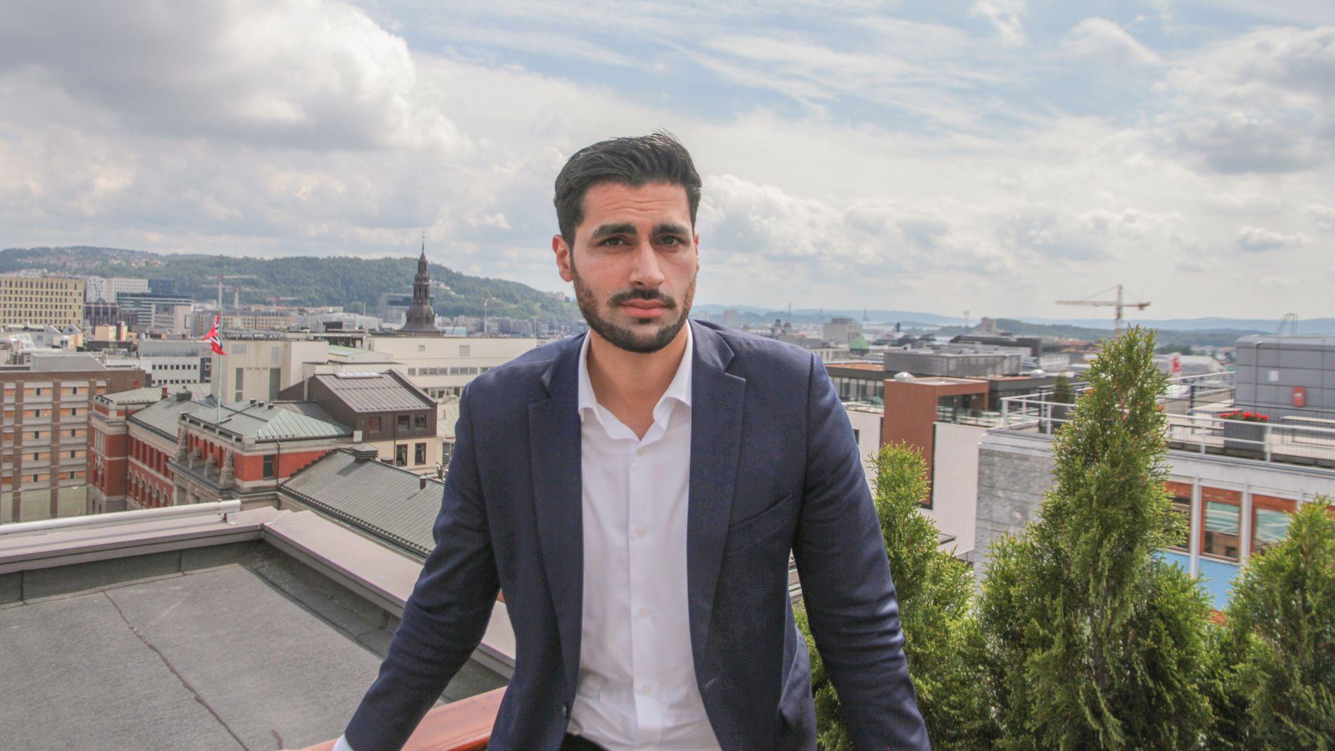 TIDLIG UTE: Da Javad Mushtaq var ung, kunne man kjøpe ringetoner til telefonen for 20–30 kroner. Han syntes det var altfor dyrt, lærte seg enkel koding og laget en nettside der man kunne laste de ned til en tiendedel av prisen.