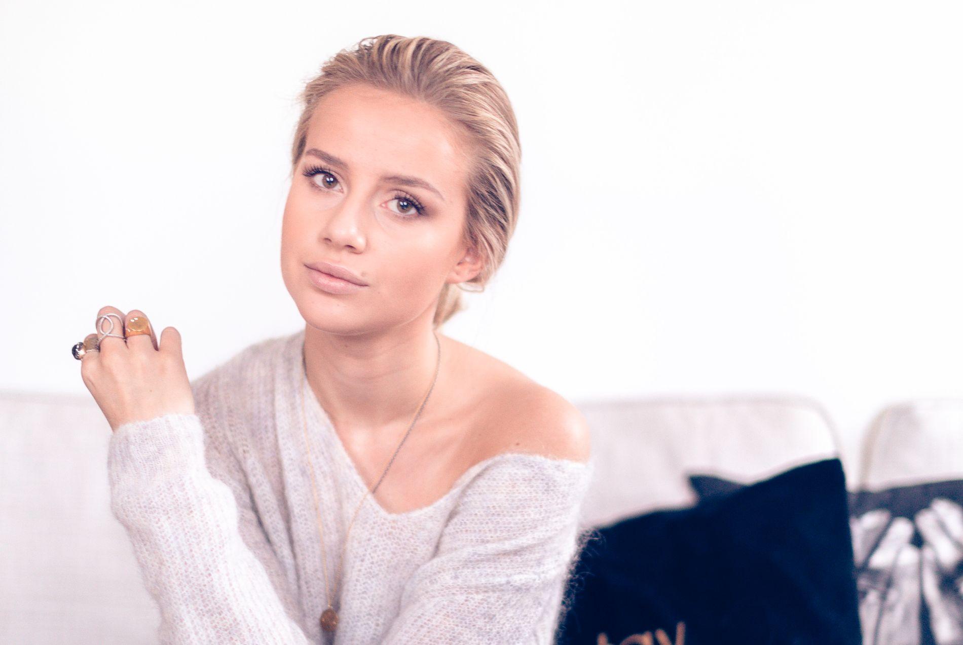 BLOGGER BOKDEBUTERER: Anniken Jørgensen (22) er blogger, TV-personlighet og influencer. Nå har hun skrevet bok, førsteopplaget er allerede utsolgt.