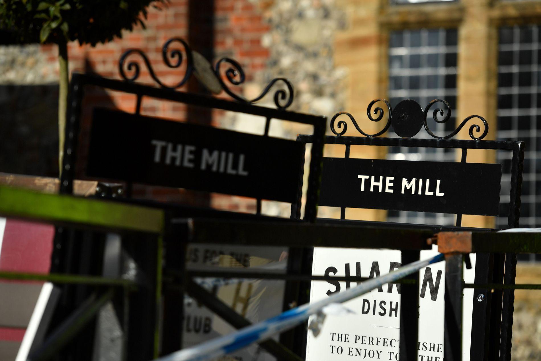 FORGIFTET: Sergej og Julia Skripal hadde spist på The Mill like før de ble ble funnet bevisstløse på en benk utenfor.