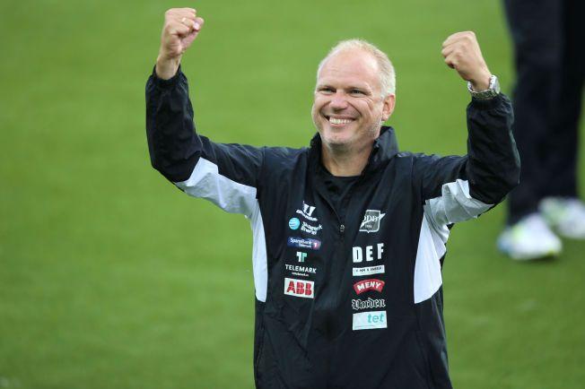 KRITISERER MOLDE - IGJEN: Odd-trener Dag-Eilev Fagermo mener Molde har kjøpt seg hegemoniet i norsk fotball. Her jubler han etter seieren over Vålerenga i cupen i juni.