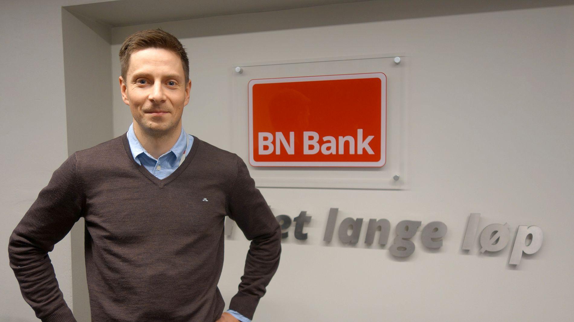 BEKYMRET: Joakim Blix Prestmo, analytiker i BN Bank, mener nordmenn bruker kredittkortet for mye.