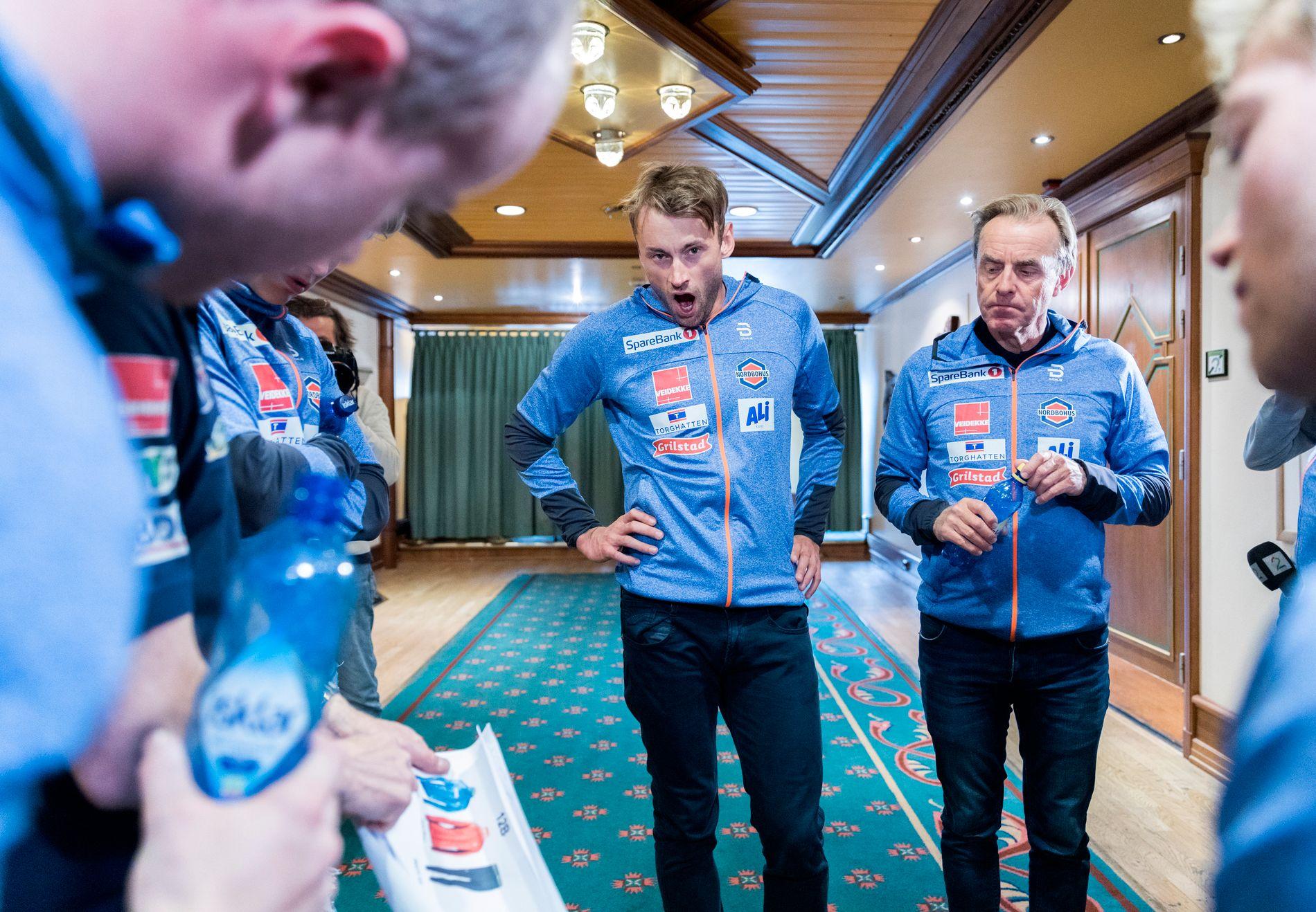 FIKK STRENG BESKJED: Petter Northug og Arild Monsen på en pressekonferanse med landslaget i april. Nå har Northug føyd seg etter sjefens kostholdsregime for å komme tilbake i form.