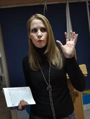 POLITIET: Nicoletta Tyrimou er pressetalskvinne ved Kypros-politiets hovedkvarter i Nicosia.