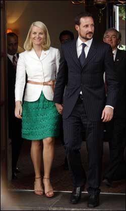 VIL DELE OPP: Kronprinsparet, her på besøk i Mexico City. Foto: Scanpix