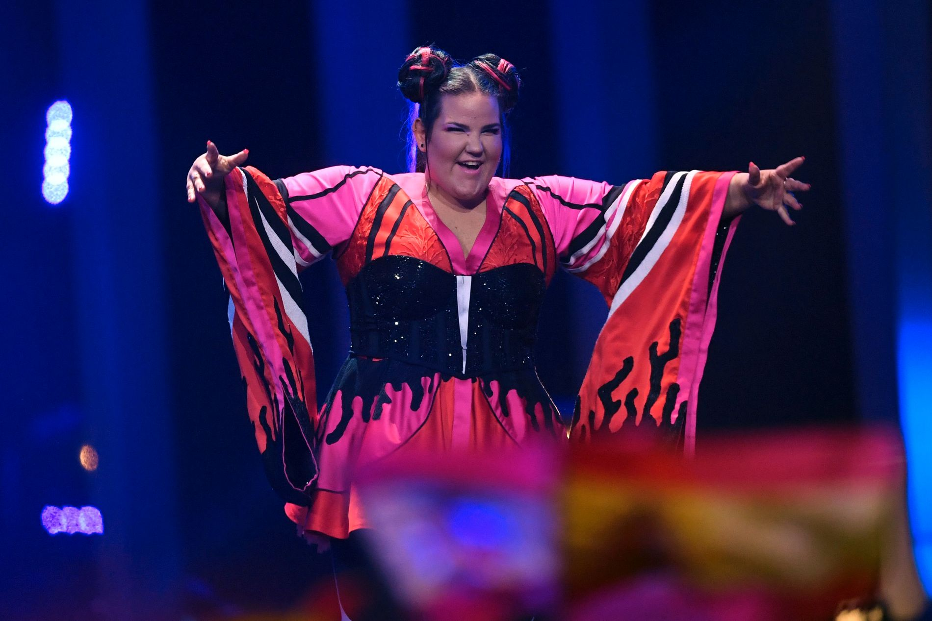 OMSTRIDT VINNER:  Den israelske Eurovision-vinneren Netta Barzilai etter triumfen i Lisboa forrige lørdag.