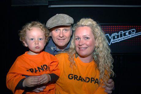FAMILIESTØTTE: Leif Anders Wentzel hadde med seg sønnen og kona som støtte under The Voice-finalen. Foto: Tommy Brakstad