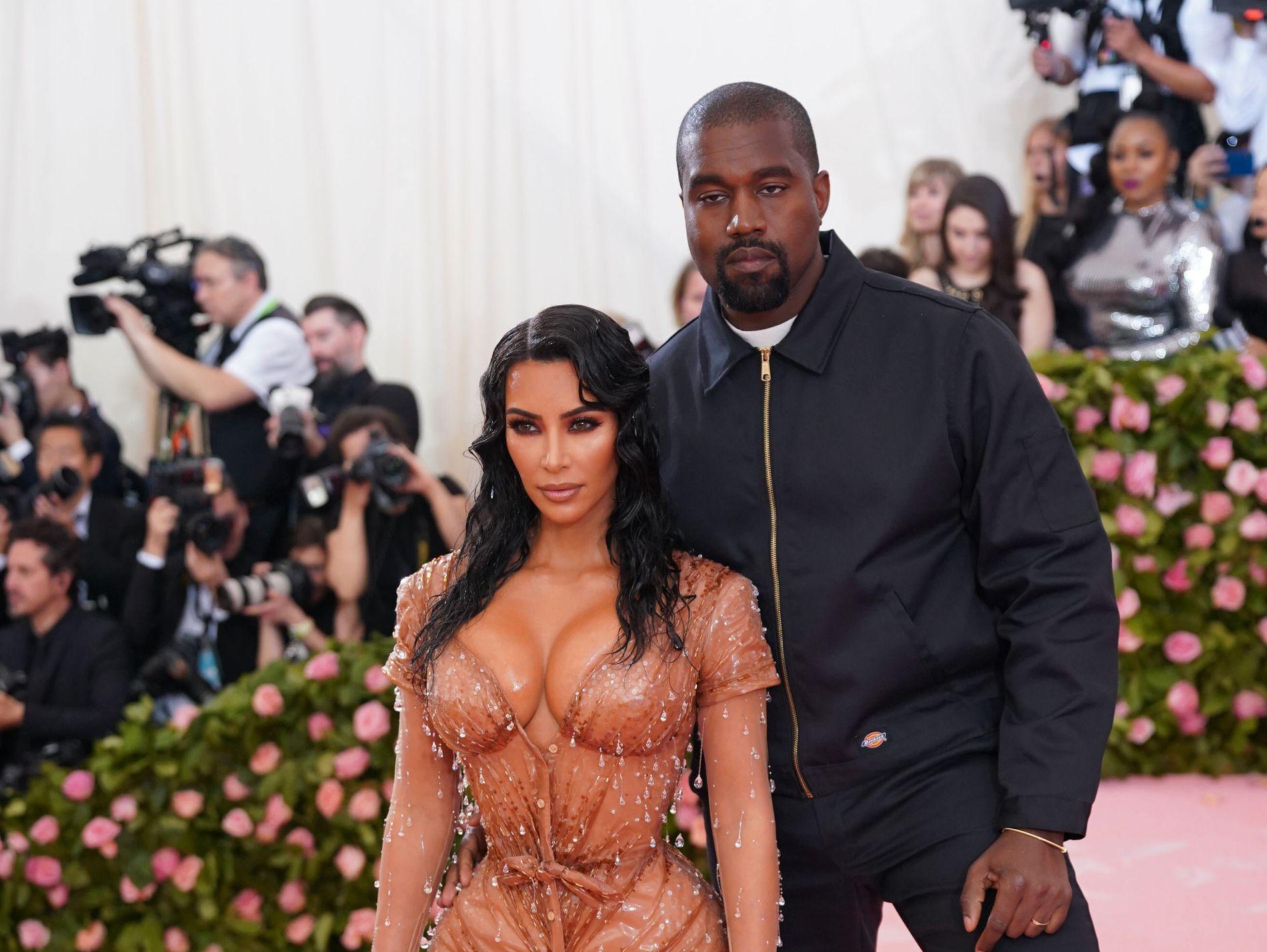 EN GUTT: Allerede i januar ble kjønnet til ekteparet Kardashian West kjent. Nå er fødselen i gang.