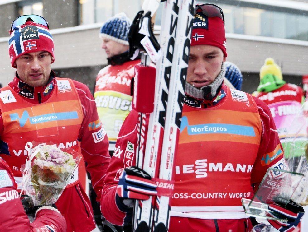 VANT HEMSEDALSRENNET: Pål Golberg (foran) vant Hemsedalsrennet skjærtorsdag. Etterpå reagerte han veldig på at Red Bull var til stede på rennet, hvor halvparten av deltakerne var barn. Her er han sammen med Petter Northug etter verdenscupstafetten i Lillehammer i desember i fjor. Foto: NTB SCANPIX