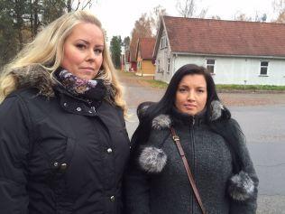 FRIVILLIGE: Henriette Henriksen, til venstre, og Linn Bergly mener forholdene ved Hvalsmoen transitmottak er uakseptable.