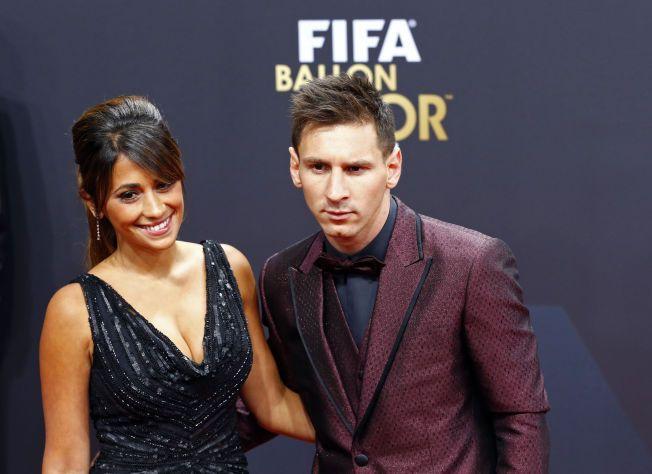 KOM SAMMEN: Lionel Messi fikk følge av kjæresten Antonella Roccuzzo til kveldens Gullballen-utdeling i Sveits.