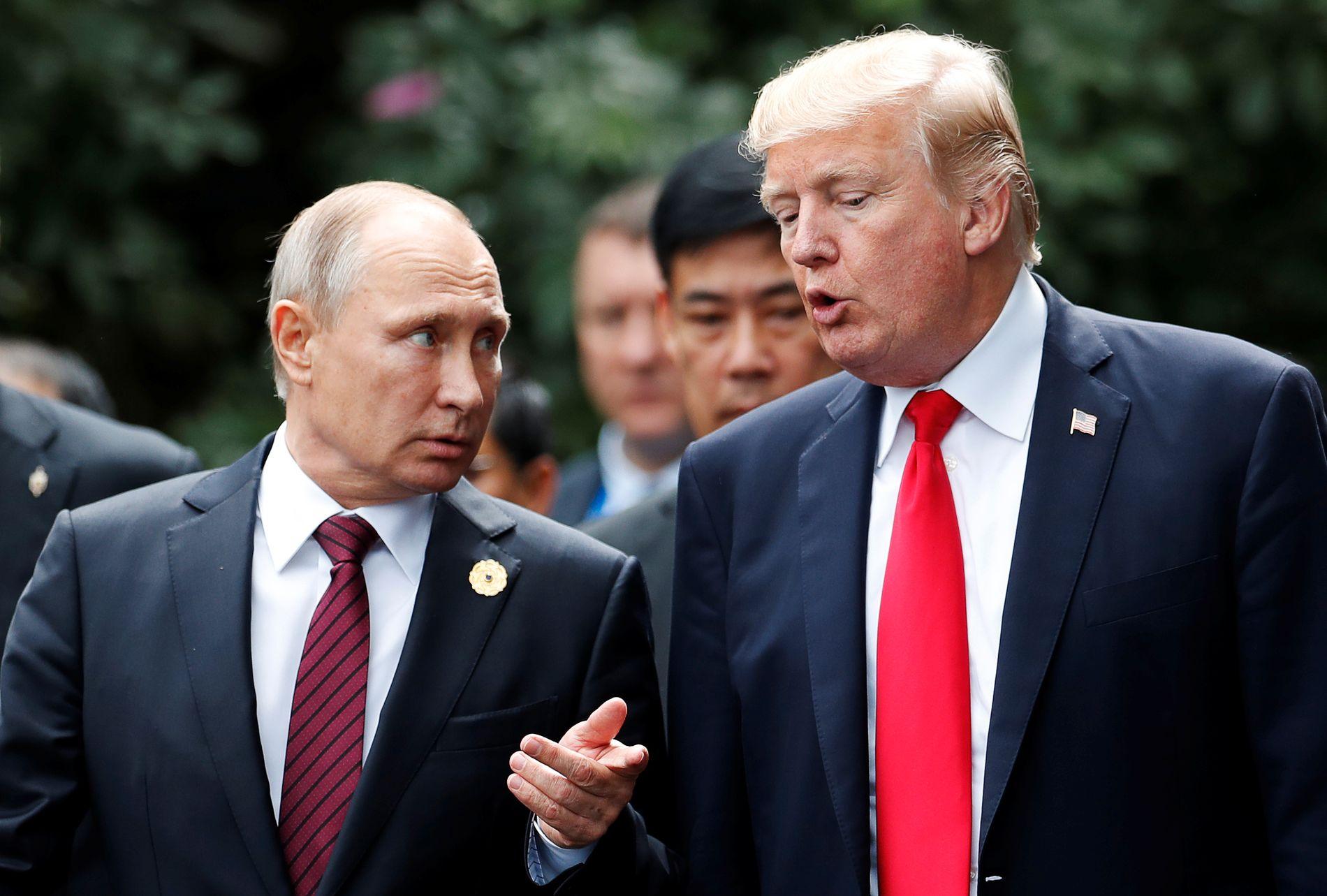 MØTTES IGJEN: Donald Trump og Vladimir Putin i samtaler under APEC-møtet i Danang i Vietnam 11. november.