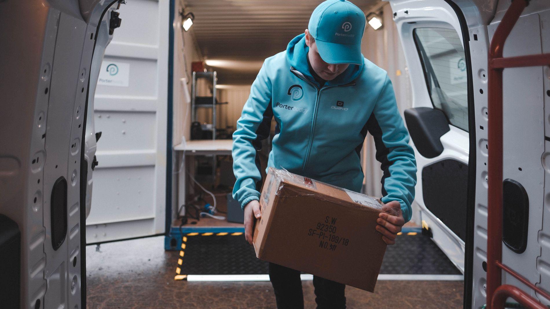 LEVERING: Porterbuddy bruker blant annet budbilselskaper og ledig kapasitet i Oslo Taxi til å levere varer til kundene sine - samme dag som de bestilte produktet.