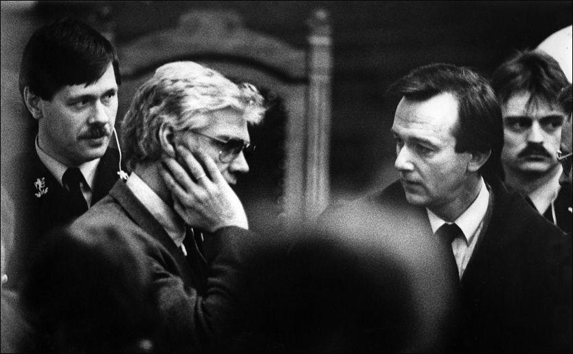 TREHOLT I RETTEN: Arne Treholt og assisterende aktor Tor-Aksel Busch (t.h.) fotografert i Eidsivating lagmannsrett 2. mars 1985. Foto: Per Fronth Nygaard/VG