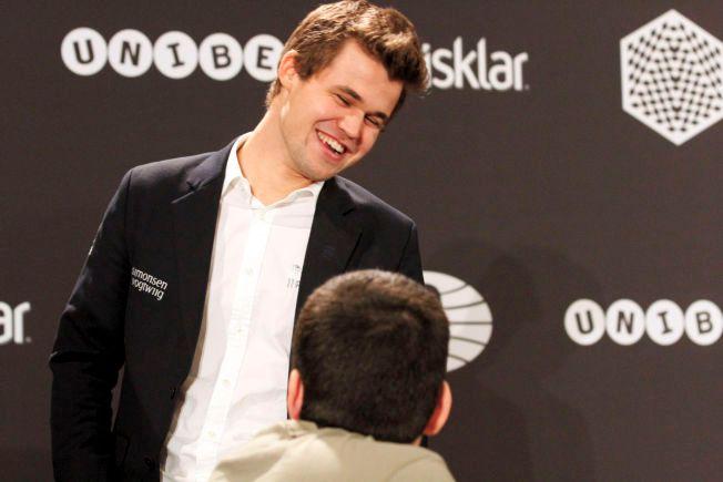 GLISER TIL SLUTT? Selv om det har vært mange nedturer i 2015, kan Magnus Carlsen redde året ved å vinne turneringen i London. Her er han fotografert under VM i hurtigsjakk.