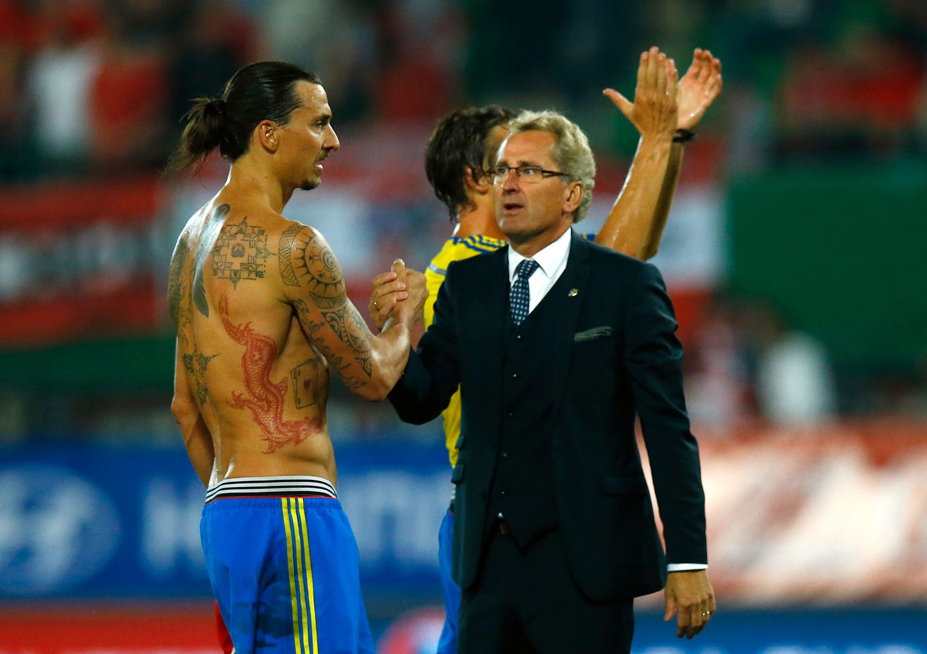 Erik Hamrén, her sammen med Zlatan Ibrahimovic, er klar til å fortsette trenerkarrieren et halvt år etter at han ga seg som svensk landslagssjef.