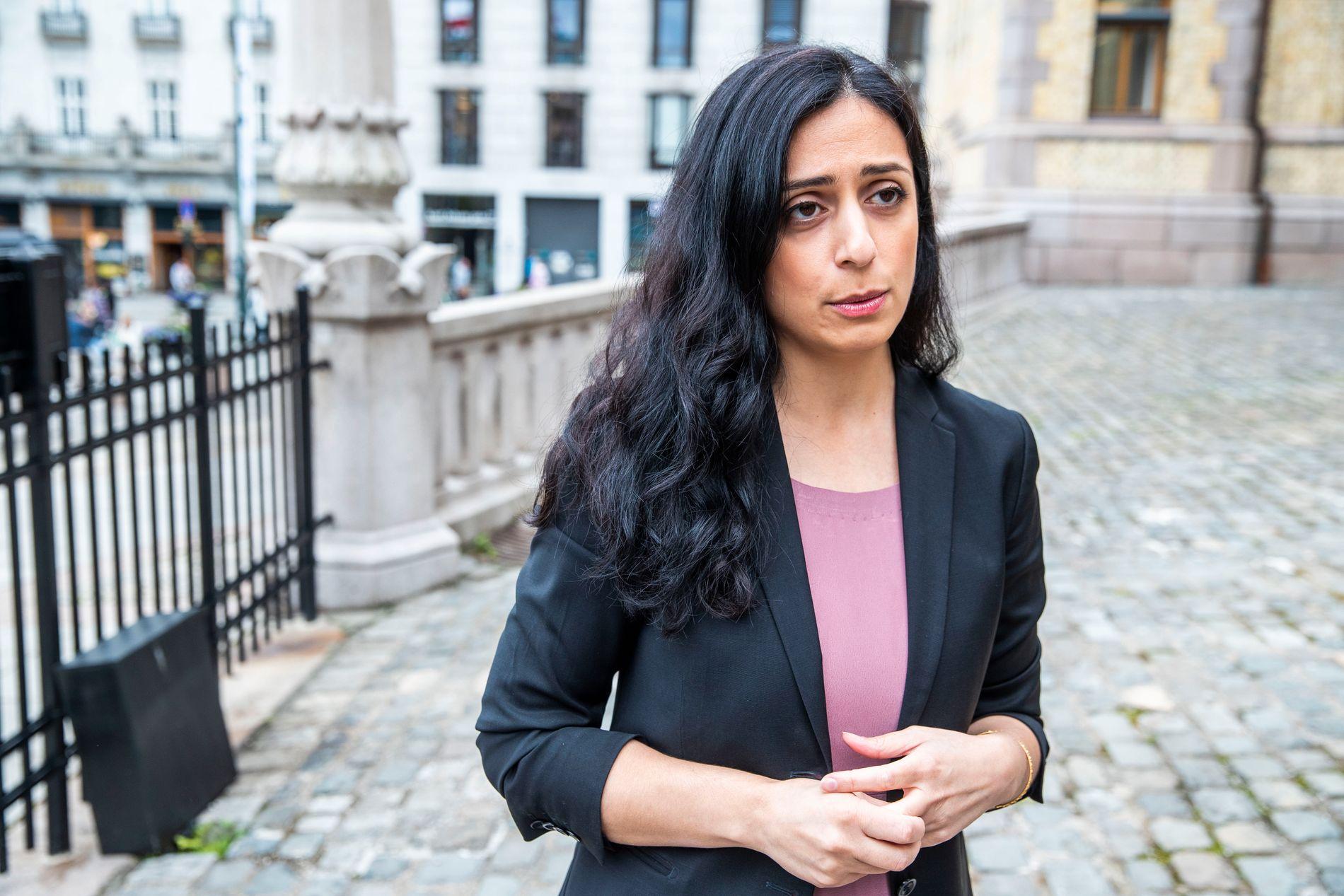 Aps nestleder Hadia Tajik ønsker å gi politiet større fullmakter i kampen mot netthets.
