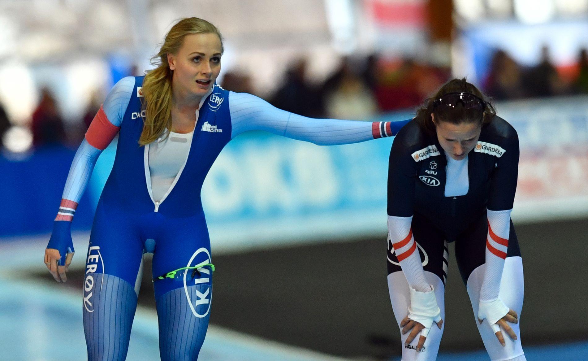 OPP OG NED: Hege Bøkko (27) har fått en tung start på verdenscupsesongen. Bildet er fra en opptur: 2.-plassen på 1000 meter i Erfurt forrige sesong. Her gratulerer hun vinneren Vanessa Herzog fra Østerrike.