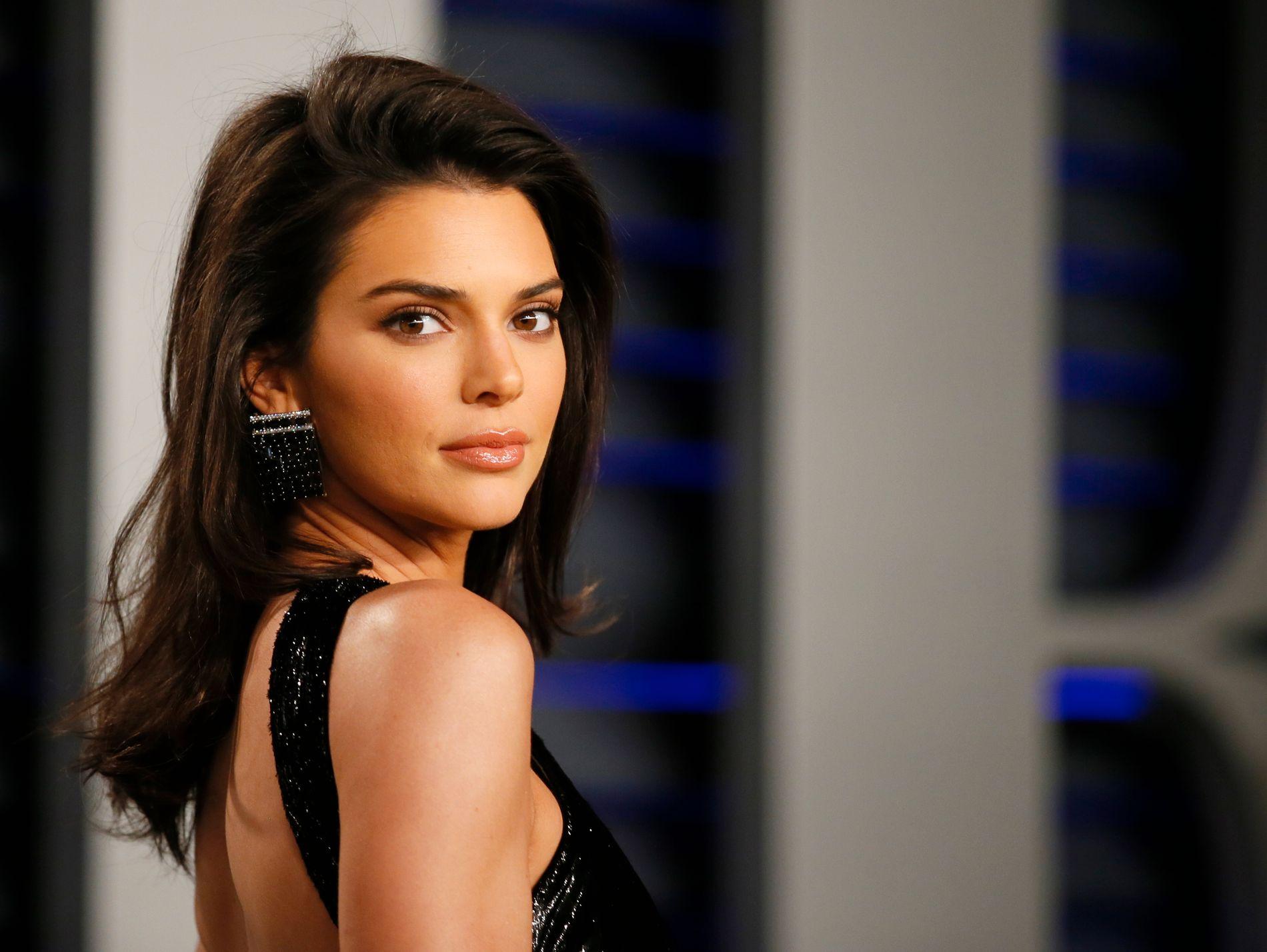 SPØKEFULLT: Etter fredagens innspilling av «Keeping up with the Kardashians» ga Kendall en spøkefull, men klar melding om at hun ikke har tenkt å gjøre som sine søstre med det første.