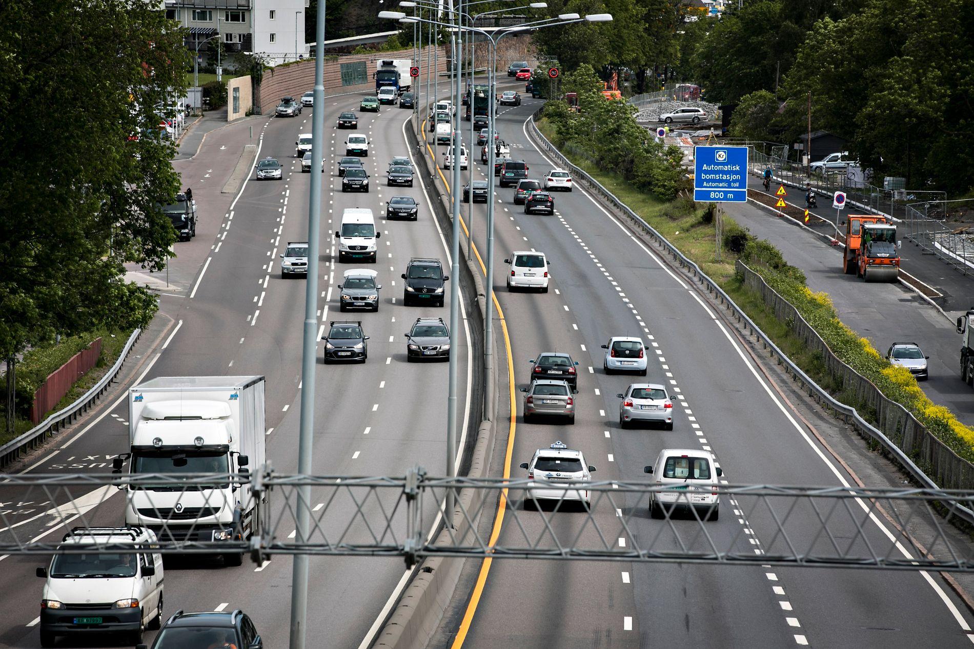 VURDERER Å SETTE OPP FARTEN: Flere norske veistrekninger kan få høyere fartsgrense.