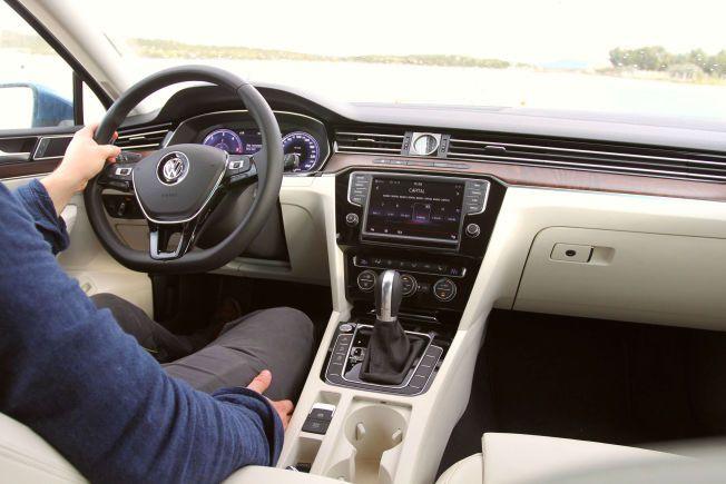VURDERER SJEKK: Statens vegvesen og Toll- og avgiftsdirektoratet vurderer om de skal kontrollere VW-biler i Norge.