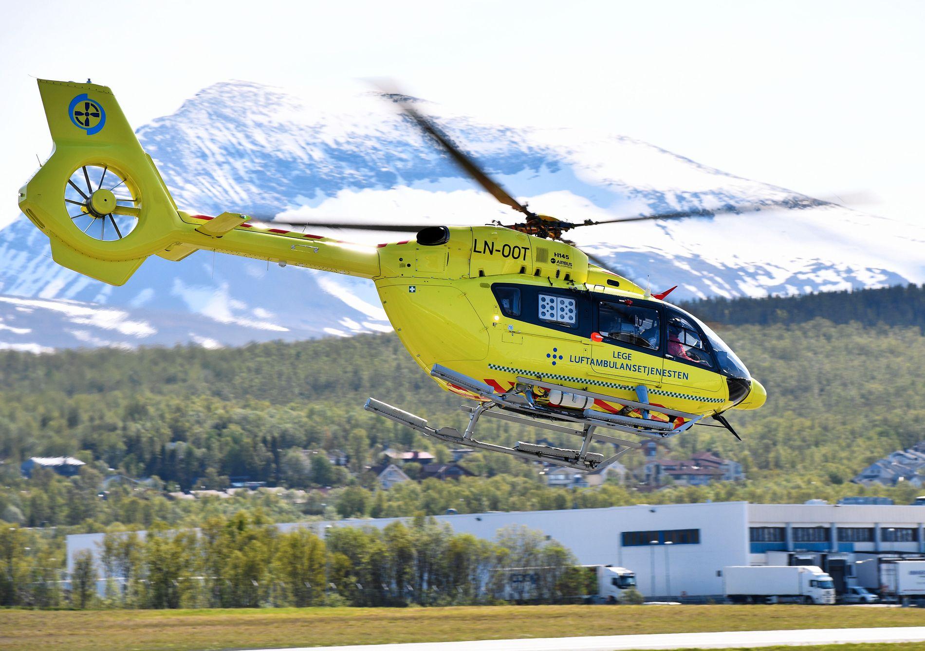 NY EIER: Norsk Luftambulanse AS tar natt til fredag over driften av 13 lege-helikopterbaser i Norge. Dette helikopteret er satt inn på basen i Tromsø frem til de får levert et større helikopter.