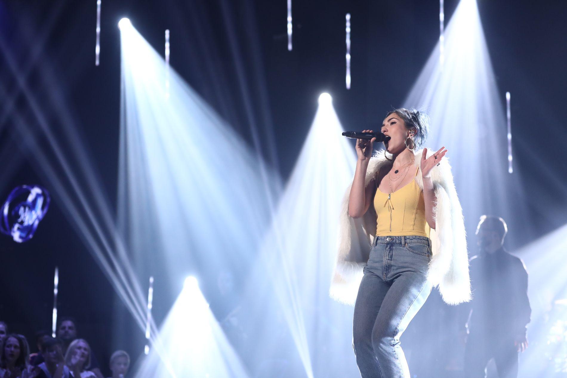 I GANG: Finalist Norah Benatia under fredagens Idol-finale.
