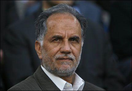 DRØFTER SAMARBEID: Irans oljeminister Kazem Vaziri-Hameneh drøfter strategisk samarbeid med Kina og flere andre asiatiske land. Iranerne er allerede i ferd med å fylle opp egne oljelagre i Kina og sier seg interessert i å bygge raffinerier andre steder i Asia. Hensikten er å gjøre det lettere å leve med vestlige sanksjoner som følge av den langvarige og fastlåste striden om iranernes kjernefysiske program. Foto: REUTERS