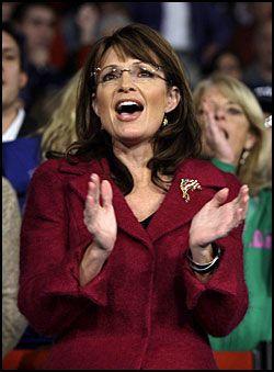 38e300ac RØD BLAZER: Tirsdag dukket Sarah Palin opp i en rød blazer. Ifølge henne  selv skal hun heretter bare bruke sine egne klær. Foto: AP