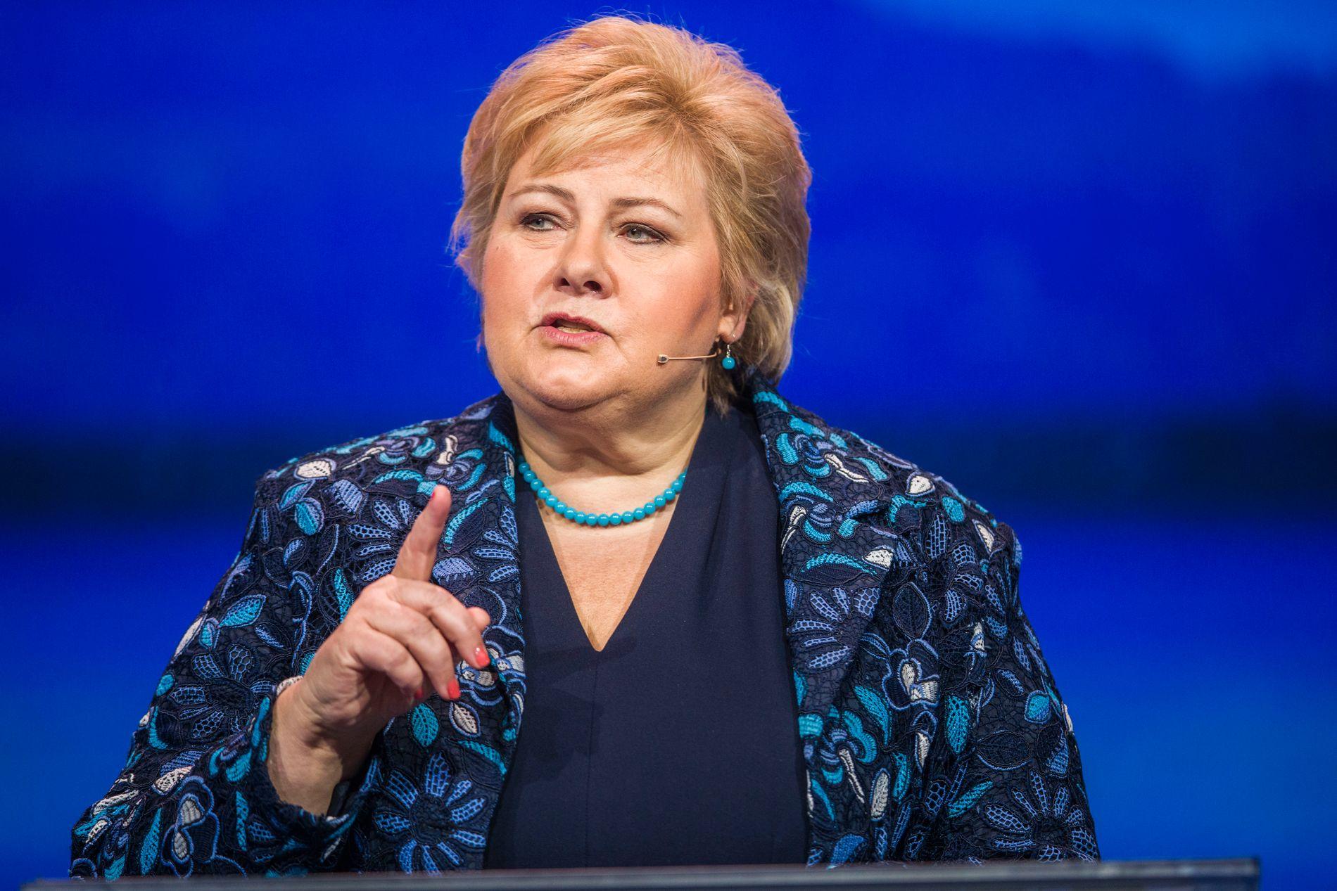 MØTTE PÅ STOVNER: Statsminister Erna Solberg fikk informasjon om situasjonen rundt gjengkriminalitet og vold på Stovner i Oslo.